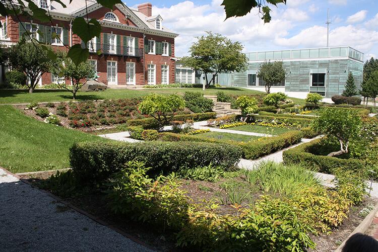 ring mansion garden